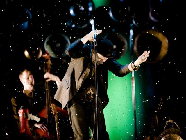 Tom Waits – Make it rain