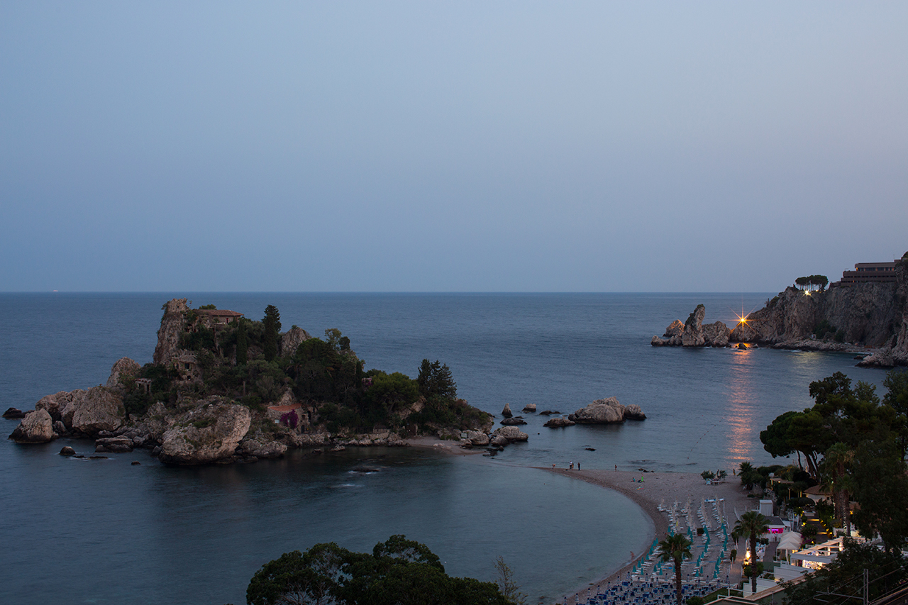 taormina isola bella night