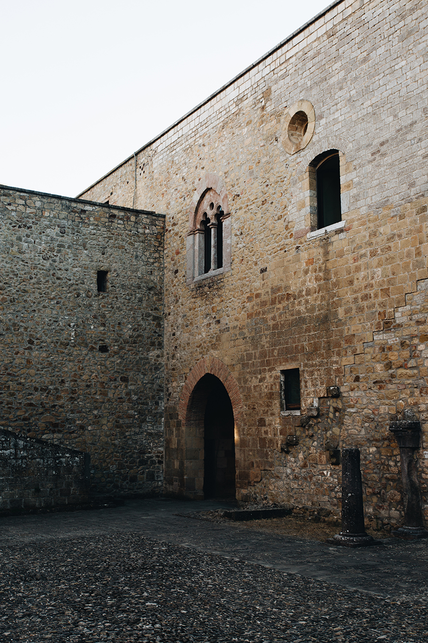 lagopesole courtyard
