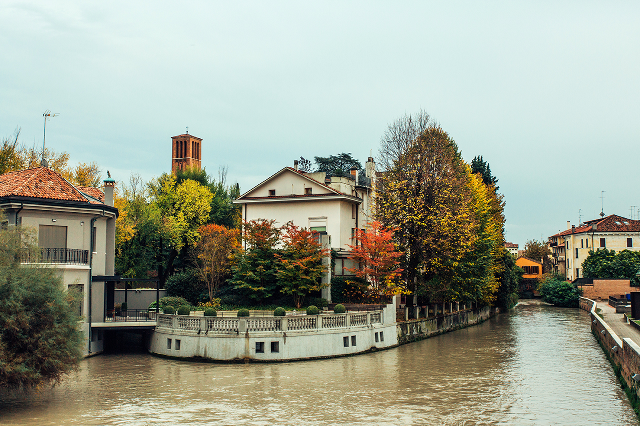 treviso house with autumn trees