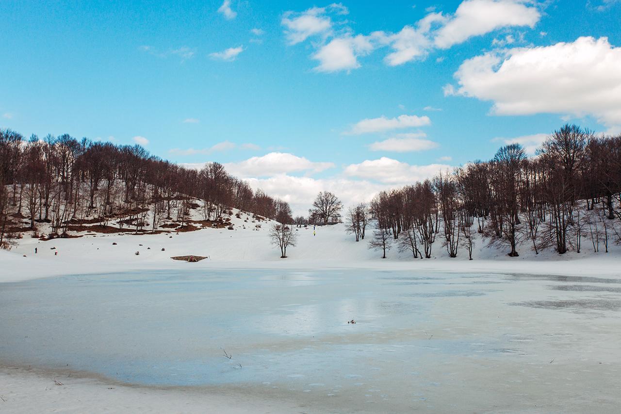 lago laudemio ghiacciato
