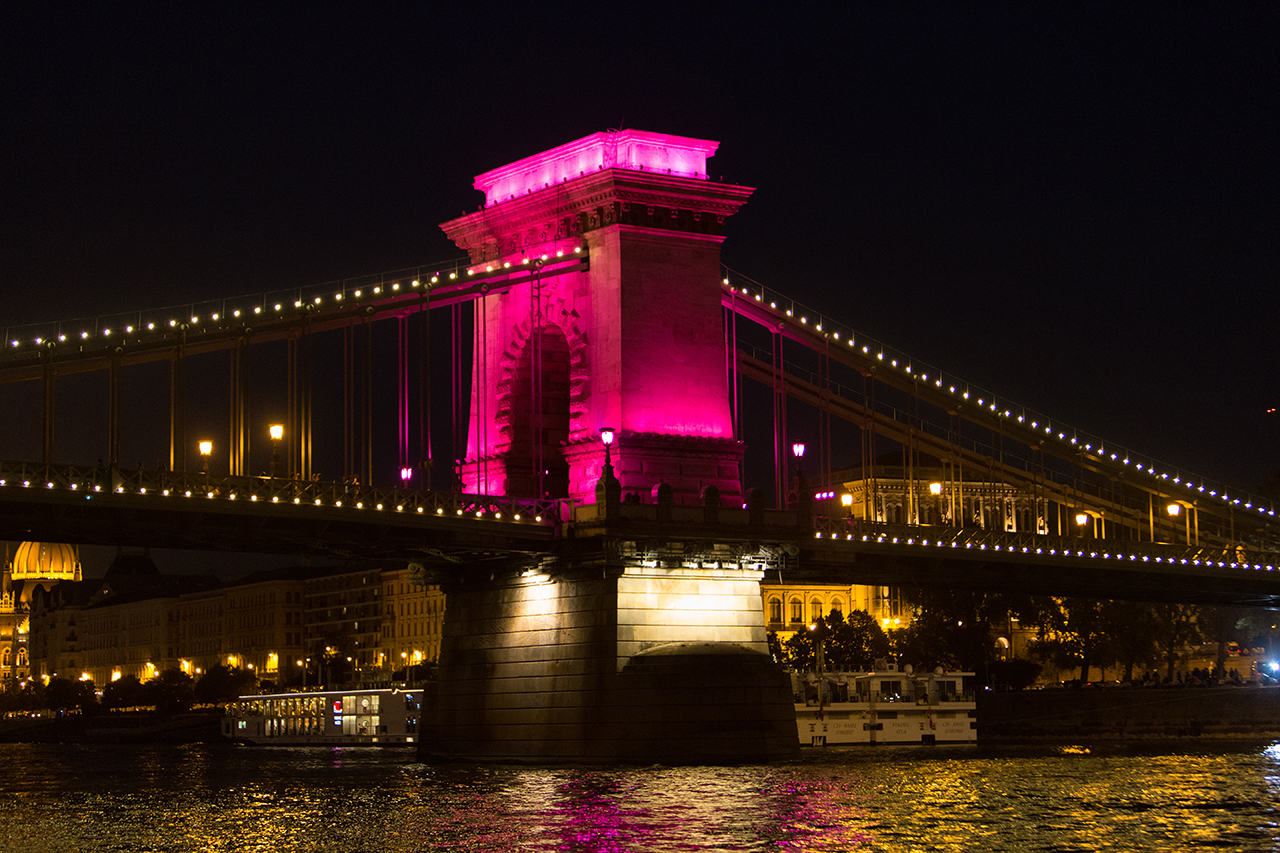 budapest chain bridge night
