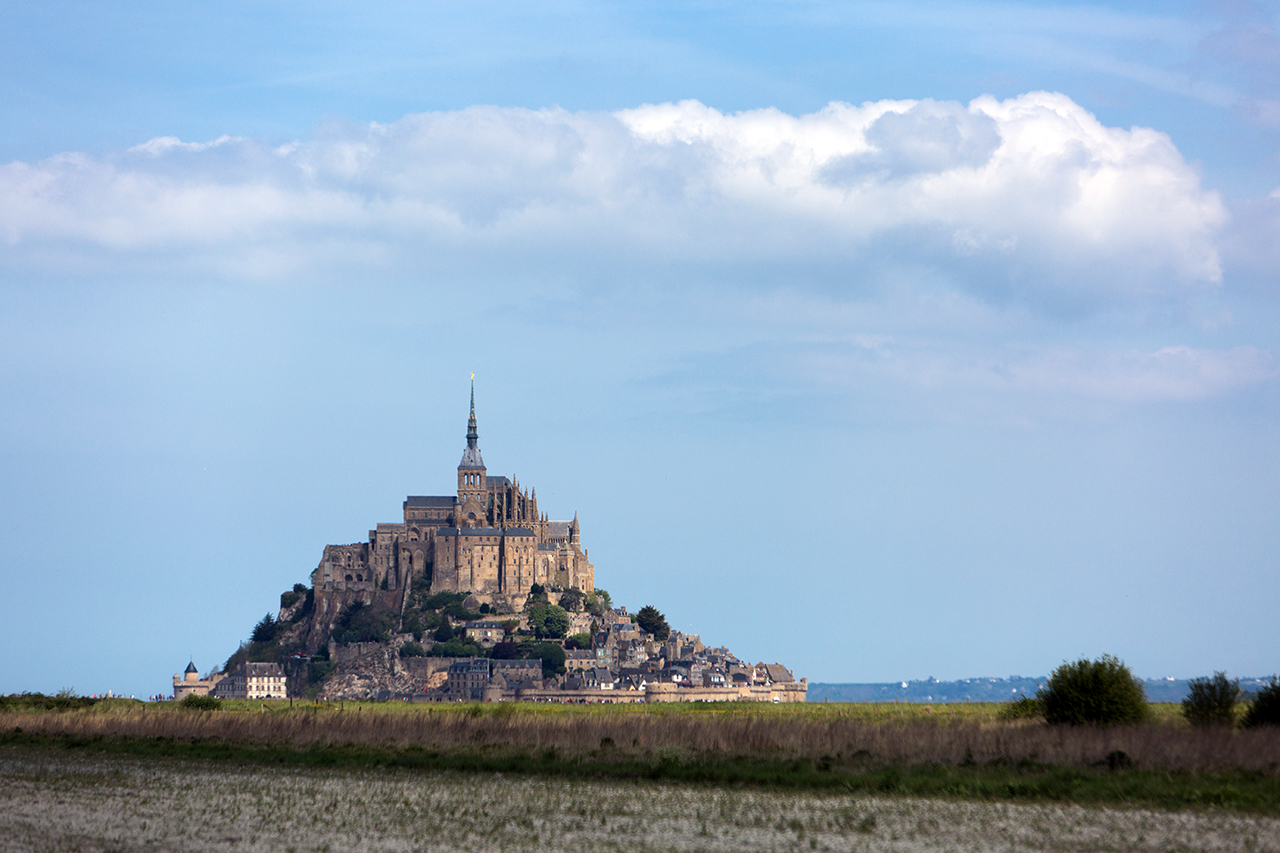 mont saint michel cloud