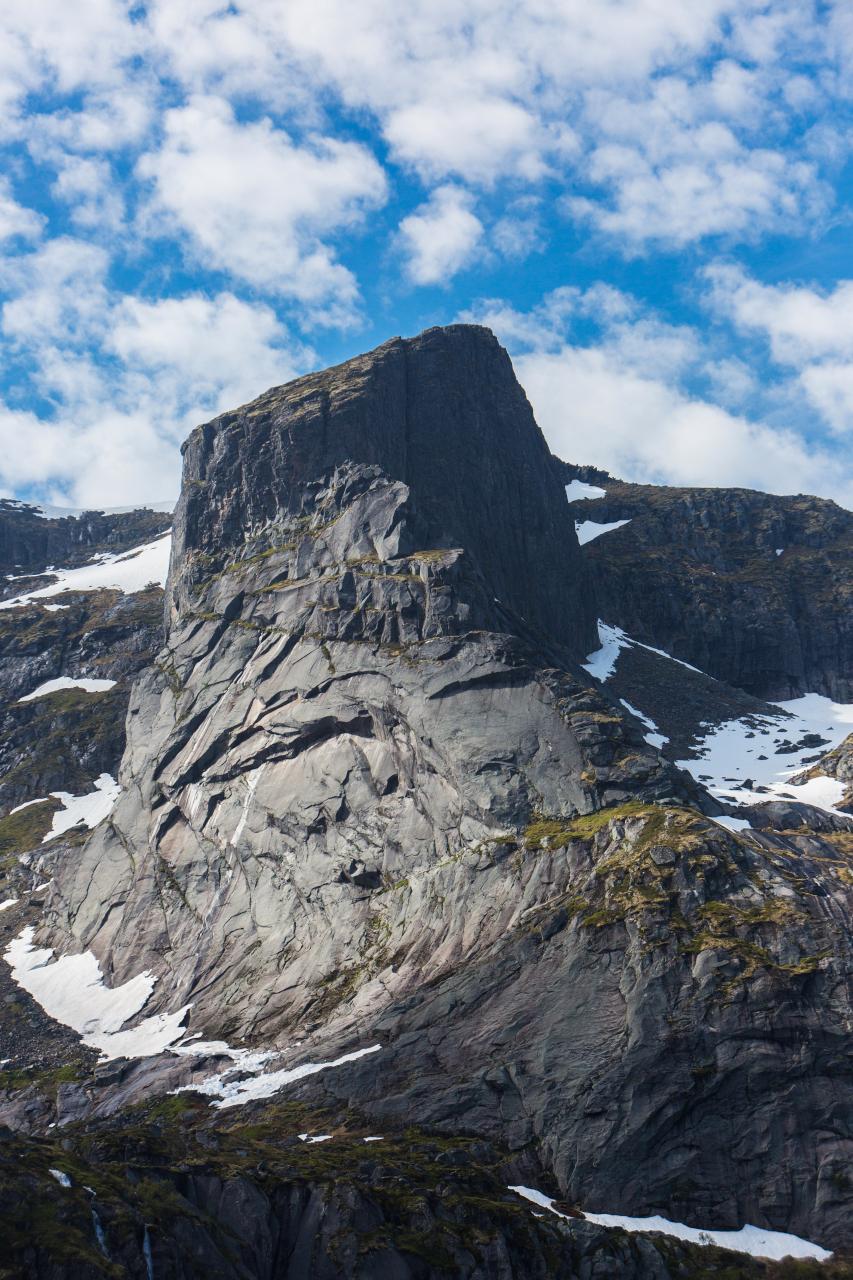 lofoten nusfjord monolith