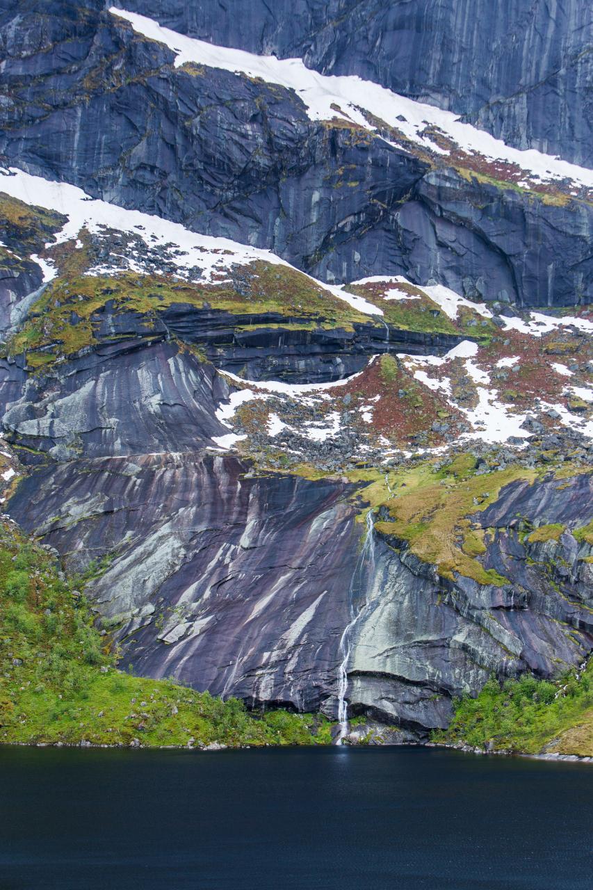 Lofoten - Nusfjords Waterfall