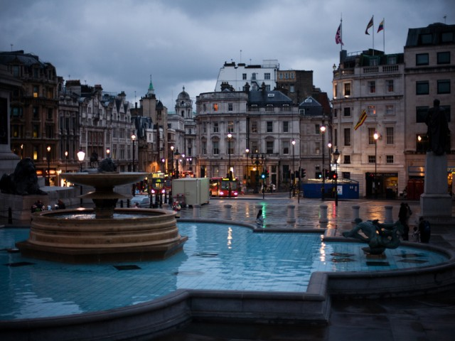 London – Trafalgar Square by night