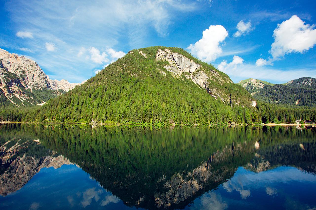 lago braies riflessi