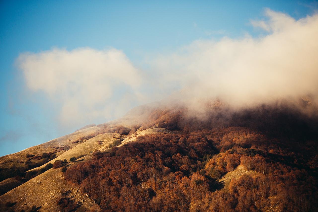 sirino_clouds_red_woods