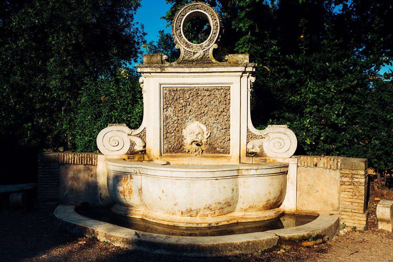 villa pamphili fontana mascherone