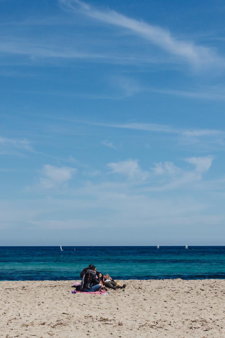 mondello amici in spiaggia