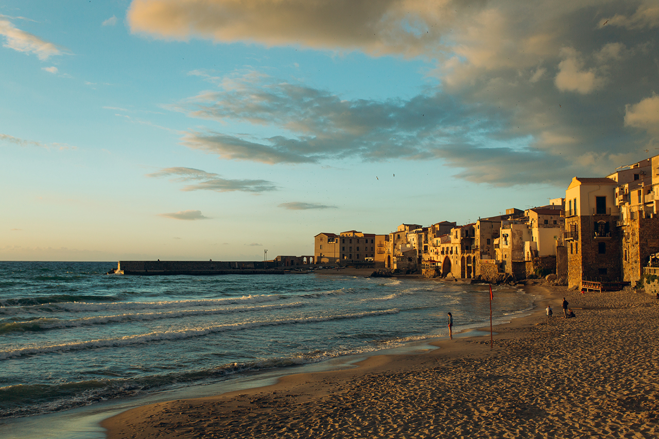 cefalù spiaggia tramonto