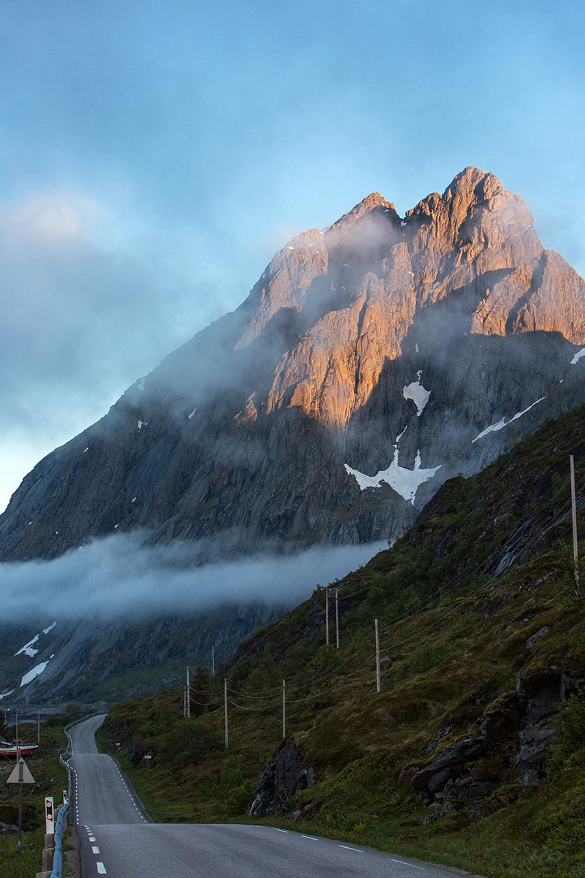 lofoten road mountain